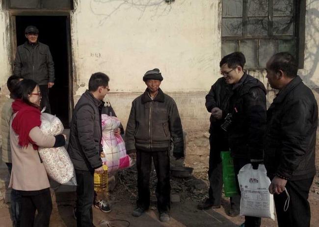 """满城县 坨南乡/""""暖流行动""""是由华北电力大学研究生院团总支在2012年发起的..."""