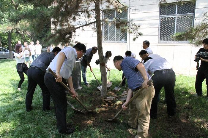 英烈校友 永垂不朽 保定校区举行纪念刘振华烈士植树活动